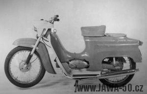 Jednomístný vývozní motocykl Jawa 05 pro Řeckou poštu a Norsko s nosičem zavazadel