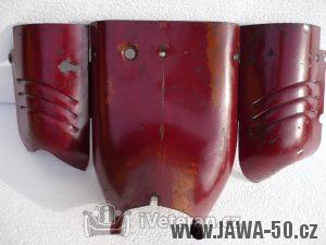 Přední kryt nad motorem Jawa 550, tzv. prsíčka - první provedení