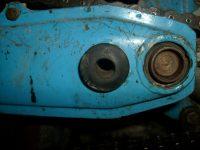 Motocykl Jawa 50 typ 21 Sport (Pionýr) z roku 1968 v původním stavu - gumový doraz zadního blatníku v kyvné vidlici