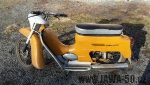 Motocykl Jawa 50 typ 220.1 Pionýr z roku 1977, odstín Žluť tmavá