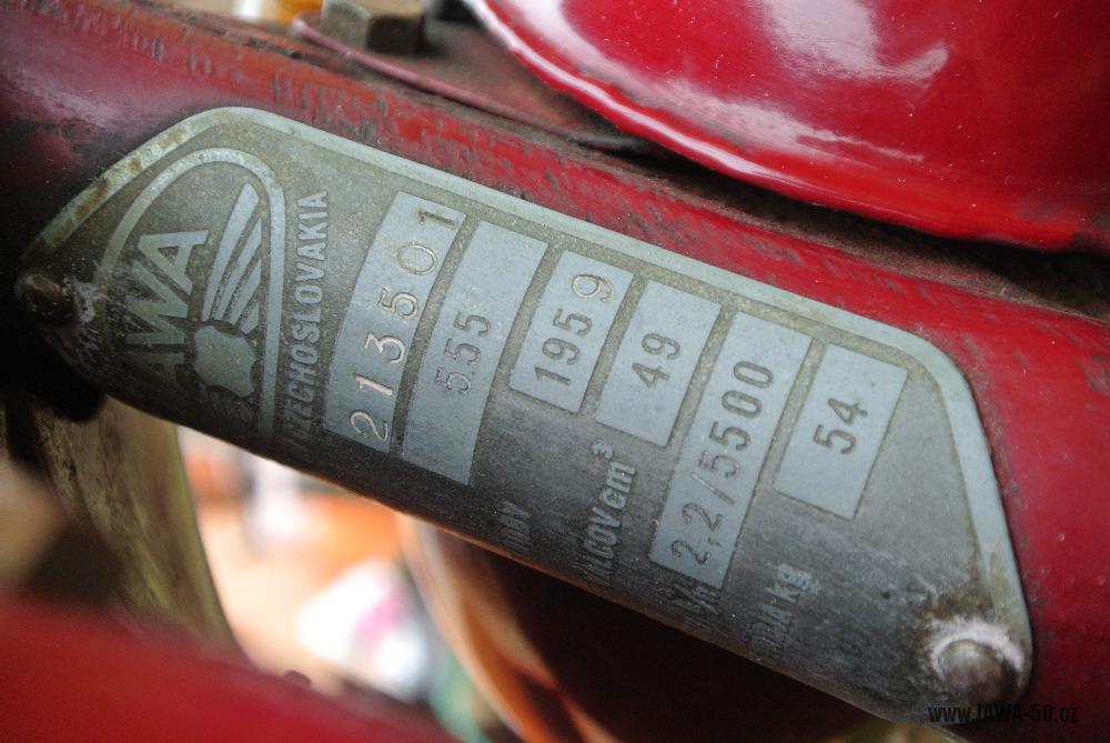 Motocykl Jawa 555 Pionýr (pionier) z roku 1959 v původním stavu - výrobní štítek