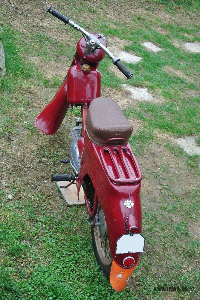 Motocykl Jawa 555 Pionýr (pionier) z roku 1959 v původním stavu - sedadlo a starší provedení nosiče