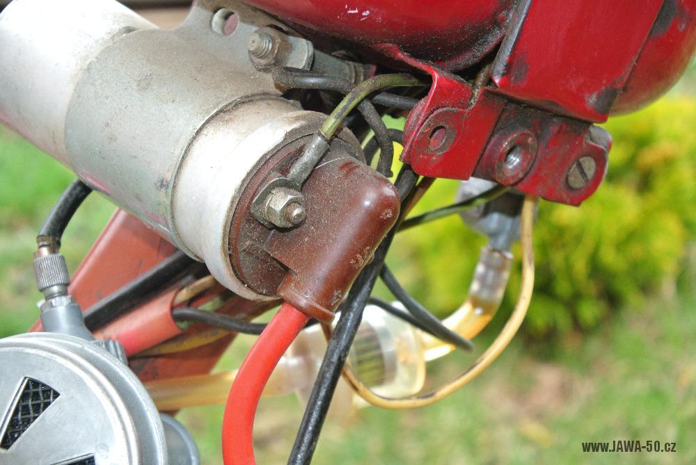 Motocykl Jawa 555 Pionýr (pionier) z roku 1959 v původním stavu - neoriginální indukční cívka