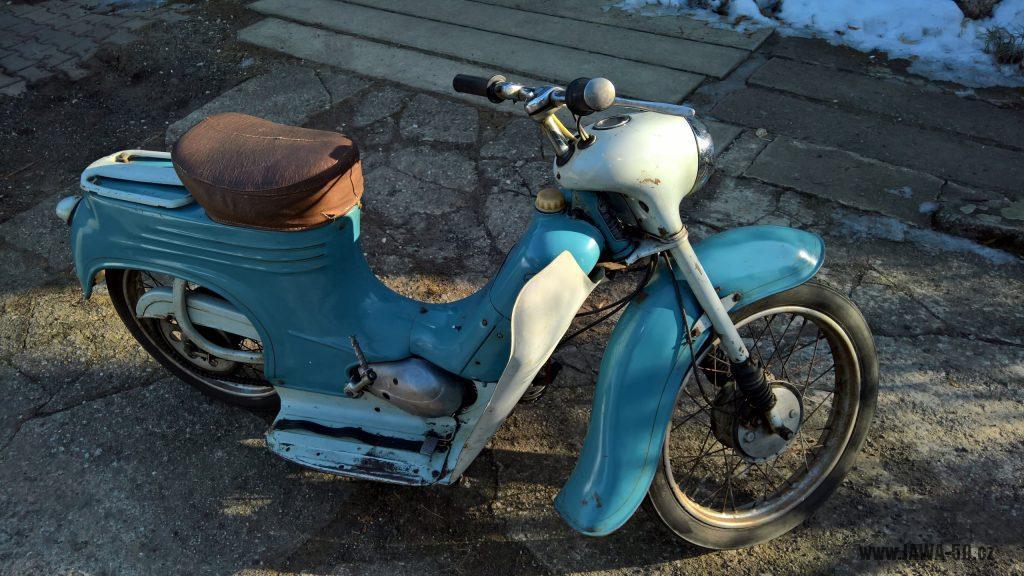 Motocykl Jawa 555 Pionýr, skútrové provedení z roku 1962 v původním stavu