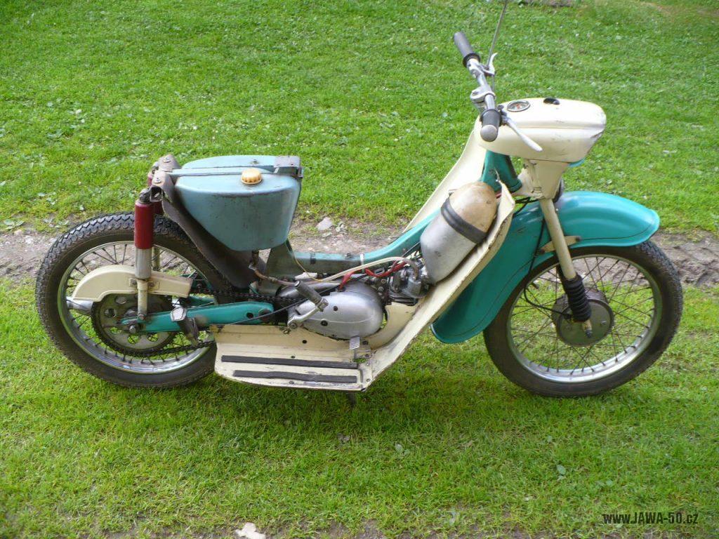 Motocykl Jawa 50 typ 05 z roku 1962 - bez zadního blatníku