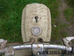 Motocykl Jawa 05 Pionýr z roku 1963 v původním stavu - tachometr