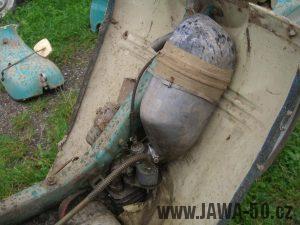 Motocykl Jawa 05 Pionýr z roku 1963 v původním stavu - karburátor a tlumič sání