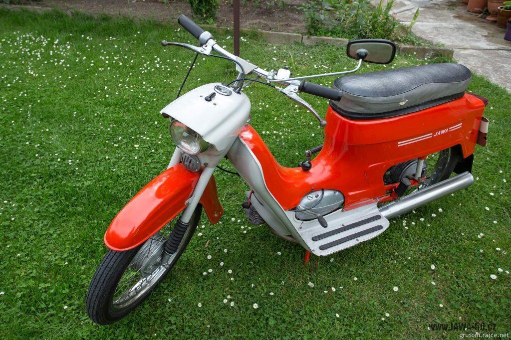 Motocykl Jawa 50 typ 220 Pionýr z roku 1977 v původním stavu
