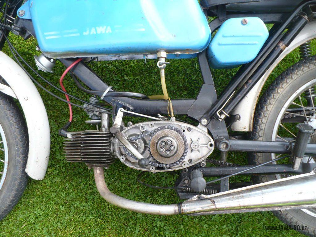 Motocykl Jawa 50 typ 223.200 Mustang z roku 1980 - oprava spojky motoru