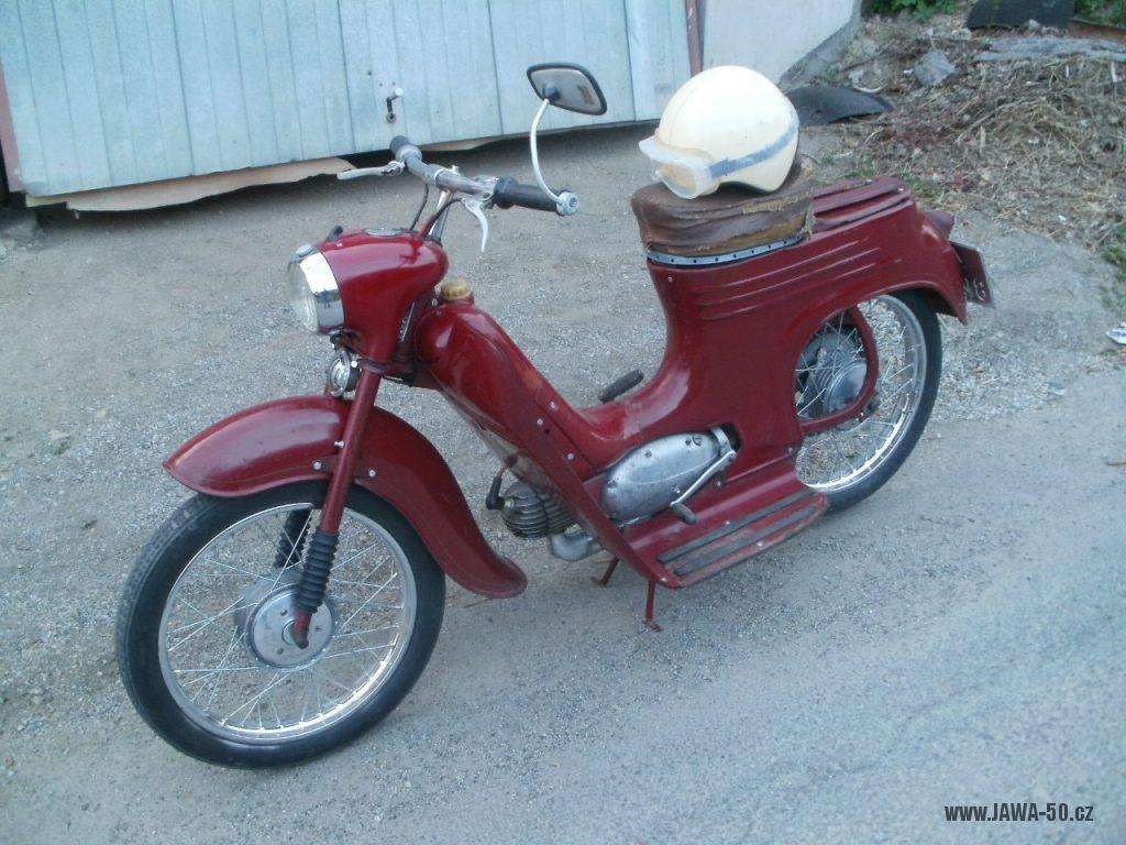 Oskútrovaný motocykl Jawa 555 Pionýr z roku 1962 zrestaurovaný