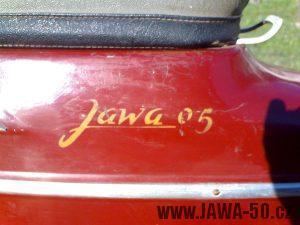 Motocykl Jawa 05 pionýr z roku 1964 - nápis na zadním blatníku
