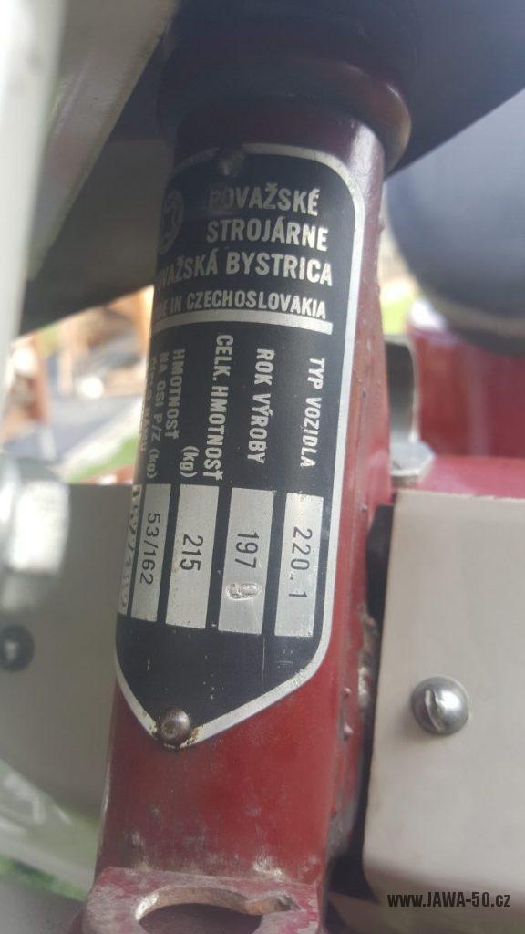 Motocykl Jawa 50 typ 220 Pionýr z roku 1979 - výrobní štítek