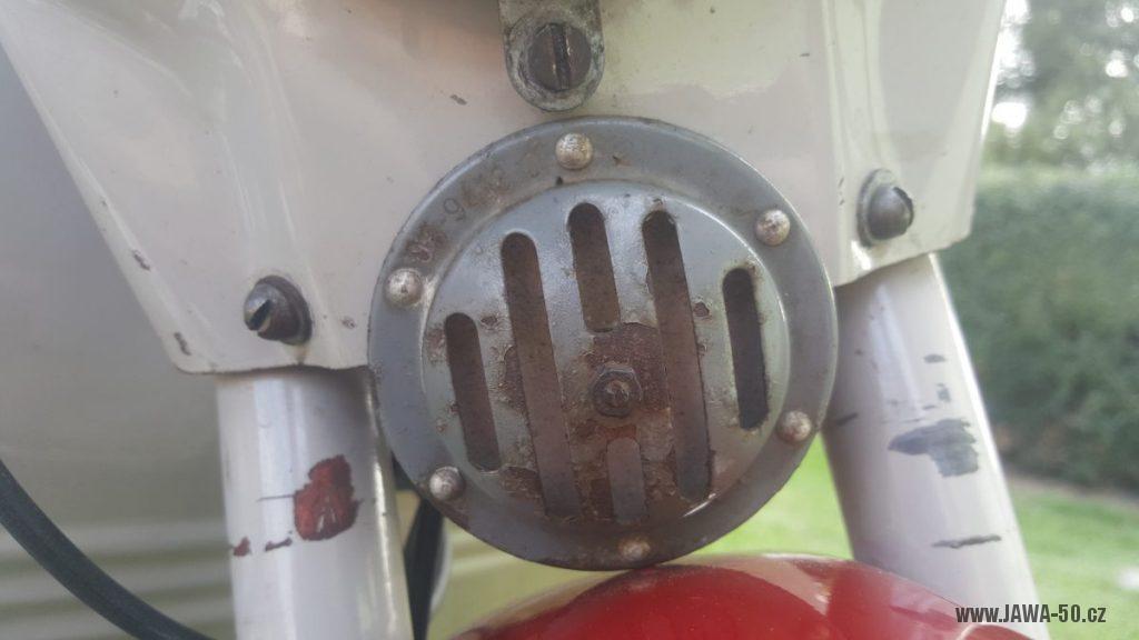 Motocykl Jawa 50 typ 220 Pionýr z roku 1979 - 12V klakson (bzučák)