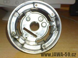 Zapalování (alternátor) motocyklu Jawa 05 s výrobním číslem 05-6120-F - kostra statoru