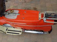 Vývozní (exportní) motocykl Jawa 50 typ 20 Pionýr se sníženým výkonem pro NDR z roku 1969 - prostor pod odklopeným sedadlem