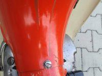 Motocykl Jawa 50 typ 20 Pionýr z roku 1969 v původním stavu - kryt nad motorem a originální excentrický šroubek uzavírání