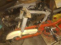 Motocykl Jawa 50 typ 20 Pionýr z roku 1969 v původním stavu - zadní tlumiče a kryt řetězu