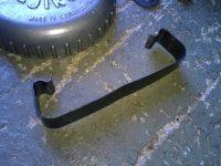 Karburátor Jikov 2912 - novější verze - spona čističe vzcuchu
