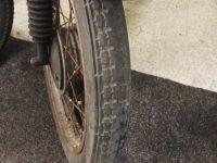 Motocykl Jawa 50 typ 555 Pionýr z roku 1960 v původním stavu - přední pneumatika