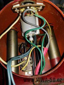 Motocykl Jawa 50 typ 555 Pionýr z roku 1960 v původním stavu - elektroistalace s tlumivkou, tachometr a předí vidlice
