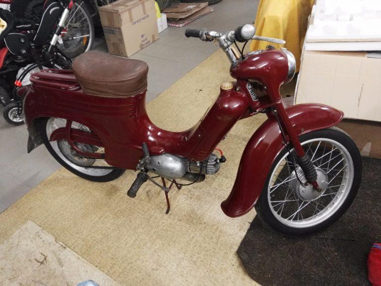 Motocykl Jawa 50 typ 555 Pionýr z roku 1960 v původním stavu - po opravě