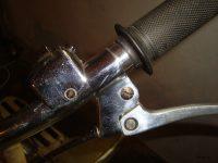 Čtvrté provedení řídítek použývaných na motocyklech Jawa 50 (typ 05, 20) - držák ovládací páčky a přepínač světla