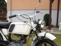 Pátá varianta řídítek používaná na motocyklech Jawa 50 (typ 05 Sport, 21 Sport, 23 Mustang)