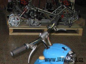 Třetí provedení řídítek používaných na motocyklech Jawa 50 (modely 550 a 555)