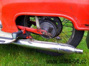 Motocykl Jawa 20 Pionýr z roku 1973 v originálním stavu - kyvná vidlice a výfuk
