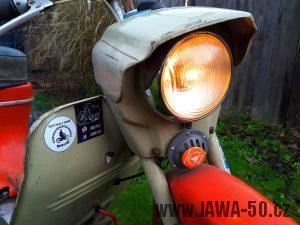 Motocykl Jawa 20 Pionýr z roku 1973 v originálním stavu - přední světlomet a 6V bzučák (klakson)