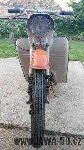 Motocykl Jawa 220.100 Pionýr z roku 1980 v originálním stavu - úzká přední pneumatika