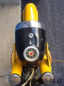 Druhé provedení vývozního motocyklu Jawa 23 Golden Sport z roku 1972 - tachometr PAL v mílích