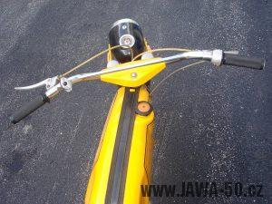 Druhé provedení vývozního motocyklu Jawa 23 Golden Sport z roku 1972 - řídítka, přední světlomet