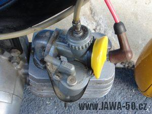 Druhé provedení vývozního motocyklu Jawa 23 Golden Sport z roku 1972 - karburátor Jikov 2917 PSb