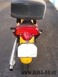 Druhé provedení vývozního motocyklu Jawa 23 Golden Sport z roku 1972 - zadní světlo Lucas L679