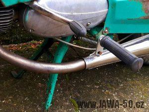 Jawa 50 typ 21 Sport (Pionýr) - umístění pružiny sklápění stojanu od roku 1975