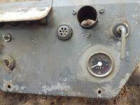 Východoněmecký tachometr FER se stupnicí 60 km/h, používaný v samojízdných strojích Multicar M22 - přístrojový panel