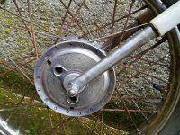 Motocykl Jawa 21 Sport (Pionýr) z roku 1976 (čtvrtá etapa) - přední vidlice s tvrdochromem a okroužky bez manžet