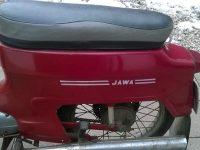 Motocykl Jawa 221 Pionýr z roku 1977, poslední vyráběné provedení - zadní blatník s lakovaným nápisem