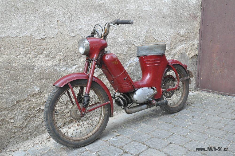 Motocykl Jawa 550 Pionýr (pařez) z roku 1955 v původním originálním stavu