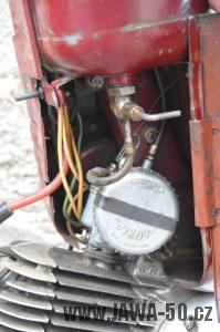 Motocykl Jawa 550 Pionýr (pařez) z roku 1955 v původním originálním stavu - karburátor Jikov 2912