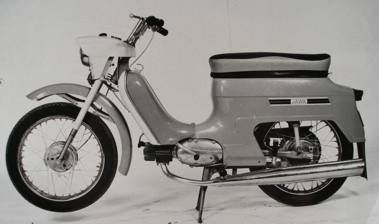 Prototypová Jawa 21 s předním blatníkem z Mustanga (1975)