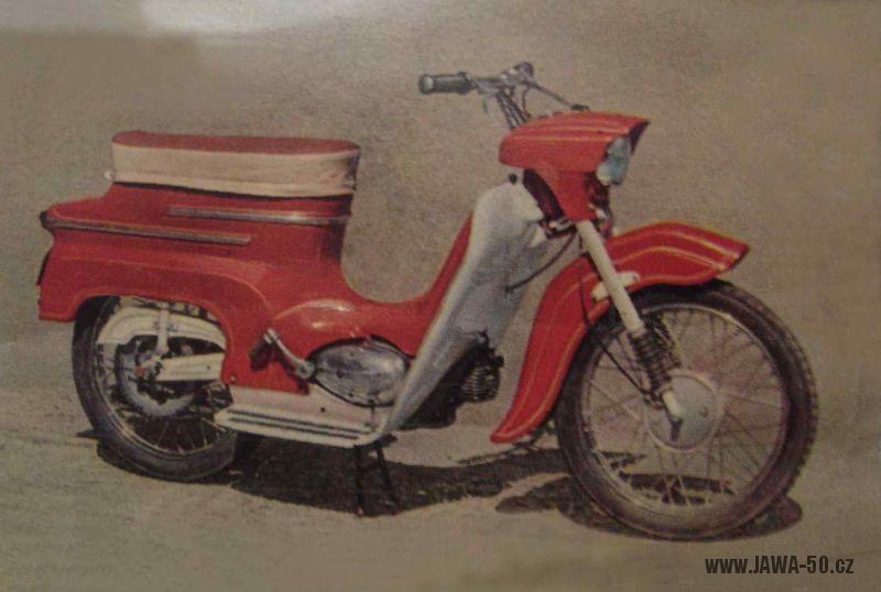 Chiméra: zkušební prototypový motocykl Jawa 05 pózující na fotografiích