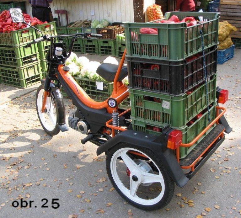Prototyp tříkolky postavený na podvozku mopedu Manet Korado