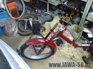 Renovace Jawa 550 Pionýr z roku 1958 - skládání motocyklu