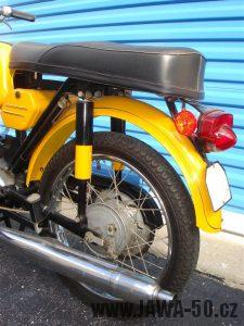 Vývozní (exportní) motocykl Jawa 50 typ 23 Golden Sport - zadní světlo Lucas L679 a odrazky