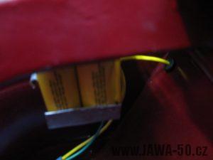 Renovace Jawa 550 Pionýr z roku 1958 - umístění baterií pod sedadlem