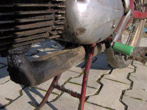 Motocykl Jawa 550 Pionýr (Pařez) z roku 1958 v původním stavu - motor a výfuk