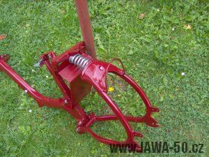 Renovace Jawa 550 Pionýr z roku 1958 - nalakovaný rám (kostra)