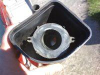 Novější provedení vzduchového filtru motocyklu Jawa 05 Pionýr s karburátorem Jikov 2915 PSb (od roku 1964)